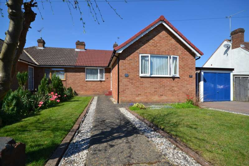 4 Bedrooms Semi Detached Bungalow for sale in Woking