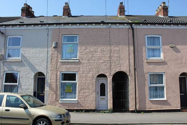 2 Bedrooms Terraced House for sale in 42 Glasgow Street, Hull HU3 3PR. 2-bedroom mid terrace property sold with no chain.