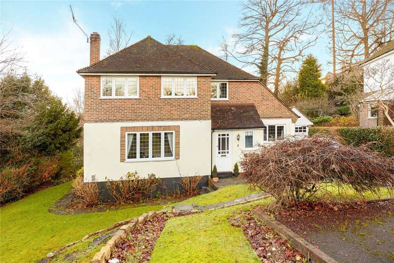 4 Bedrooms Detached House for sale in Woodside Close, Caterham, Surrey, CR3
