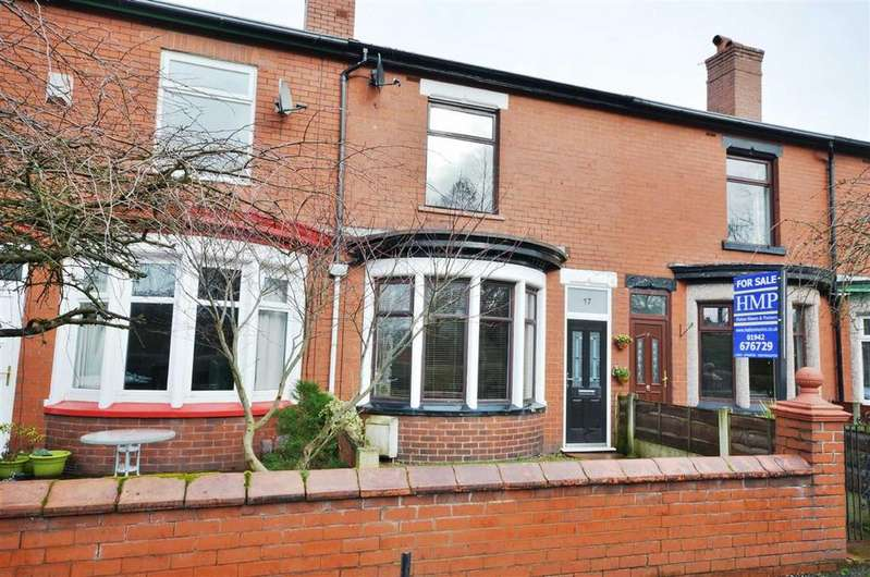2 Bedrooms Terraced House for sale in Park Lane, Leigh