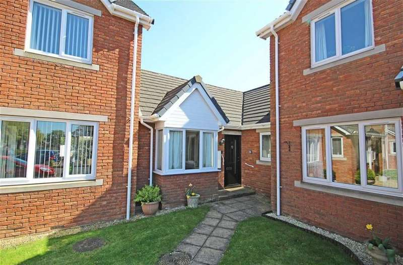 2 Bedrooms Terraced Bungalow for sale in Cleeve Lake Court, Bishops Cleeve, Cheltenham, GL52