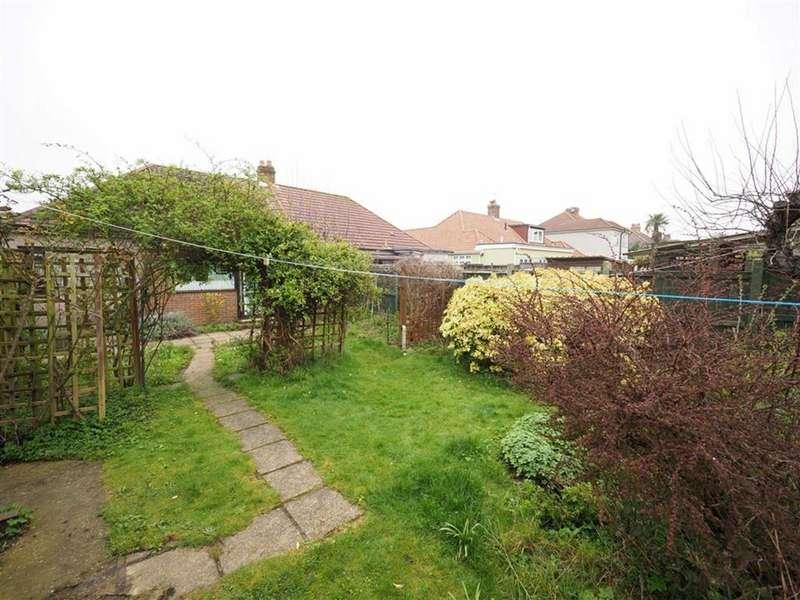 3 Bedrooms Semi Detached Bungalow for sale in Brampton Road, Bexleyheath, Kent, DA7