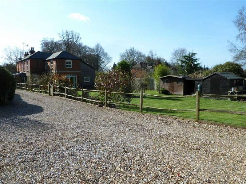 4 Bedrooms Semi Detached House for sale in School Lane, Stoke Row, Henley-on-thames