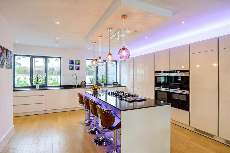 5 Bedrooms Detached House for sale in Grimsdyke Crescent, Barnet, Hertfordshire