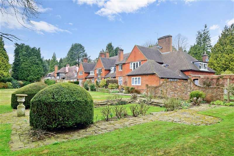 3 Bedrooms Flat for sale in Heath Drive, Walton On The Hill, Tadworth, Surrey