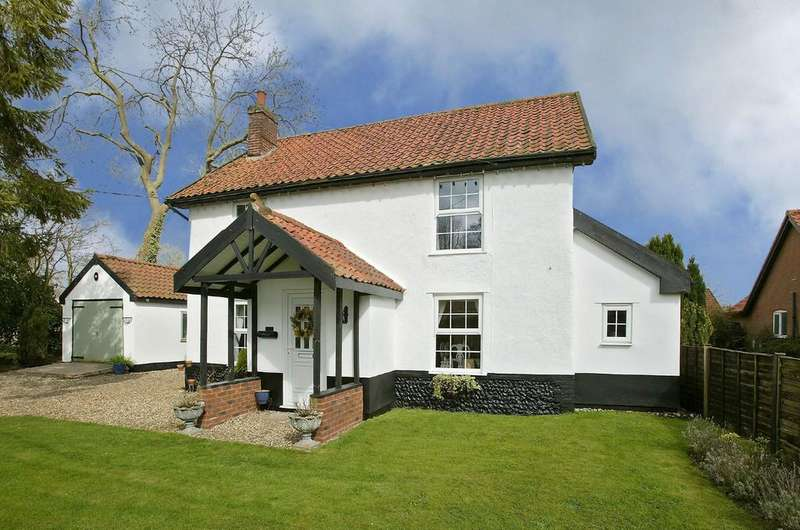 4 Bedrooms Detached House for sale in Long Street, Great Ellingham