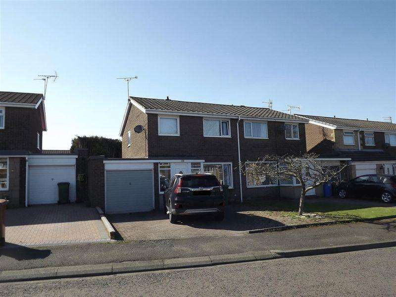 3 Bedrooms Semi Detached House for sale in Ringwood Drive, Cramlington