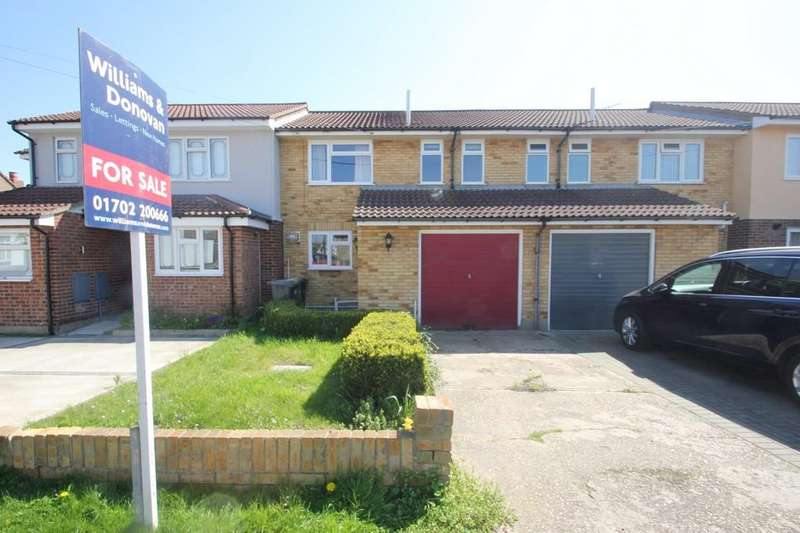 3 Bedrooms Terraced House for sale in Sutton Court Drive, Rochford