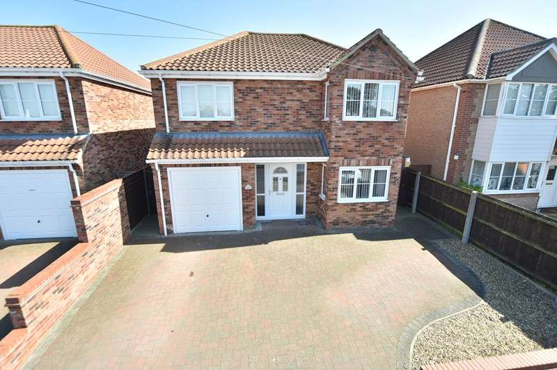 4 Bedrooms Detached House for sale in Eriswell Drive, Lakenheath, Brandon