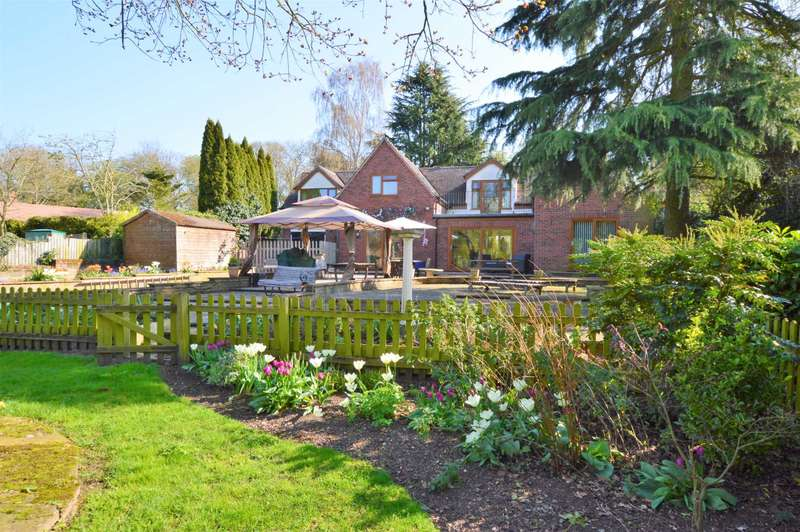 4 Bedrooms Detached House for sale in Hellesdon Low Road, Hellesdon