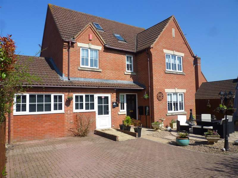 5 Bedrooms Detached House for sale in Ashton Road, Hilperton, Trowbridge