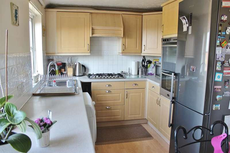 4 Bedrooms Town House for sale in Lytham Close, Thamesmead, London, SE28 8QH