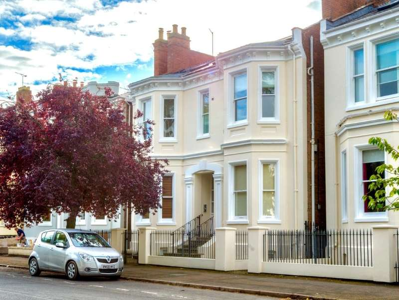 3 Bedrooms Flat for sale in Leam Terrace, Leamington Spa, CV31