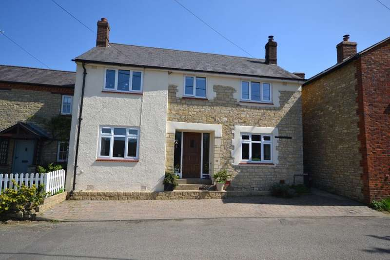 3 Bedrooms Detached House for sale in Cattle End, Silverstone, Towcester, NN12