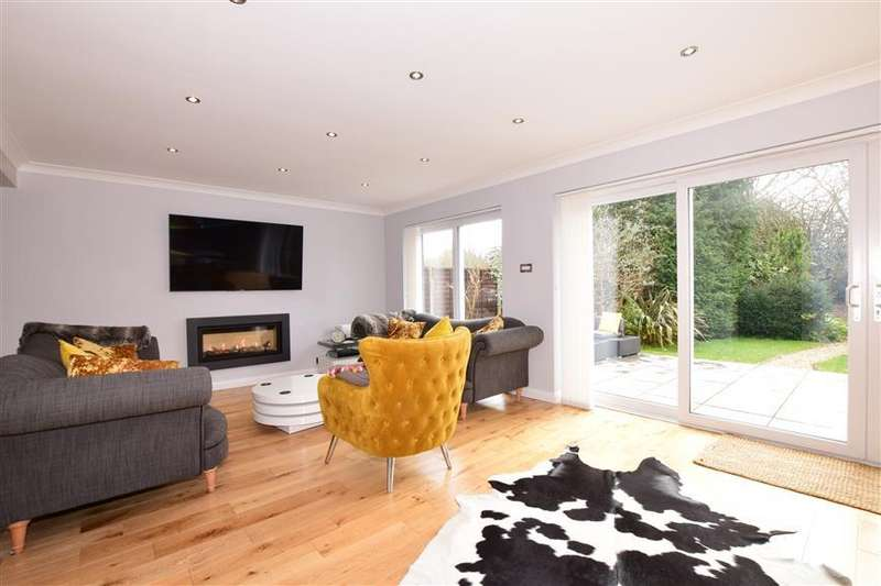 4 Bedrooms Detached House for sale in Hazleton Way, Waterlooville, Hampshire