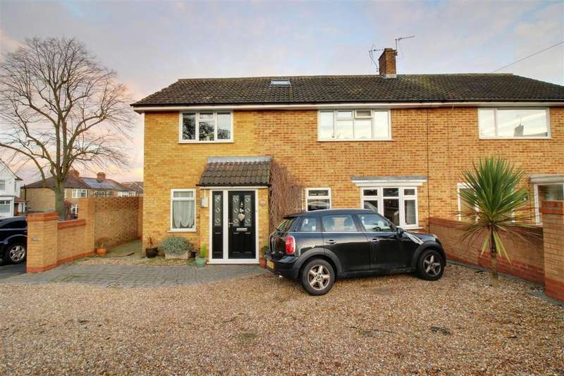 5 Bedrooms Semi Detached House for sale in Barrow Lane, Cheshunt