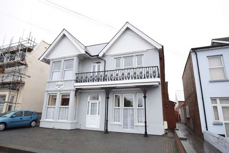 2 Bedrooms Flat for sale in Carnarvon Road, Clacton-on-Sea