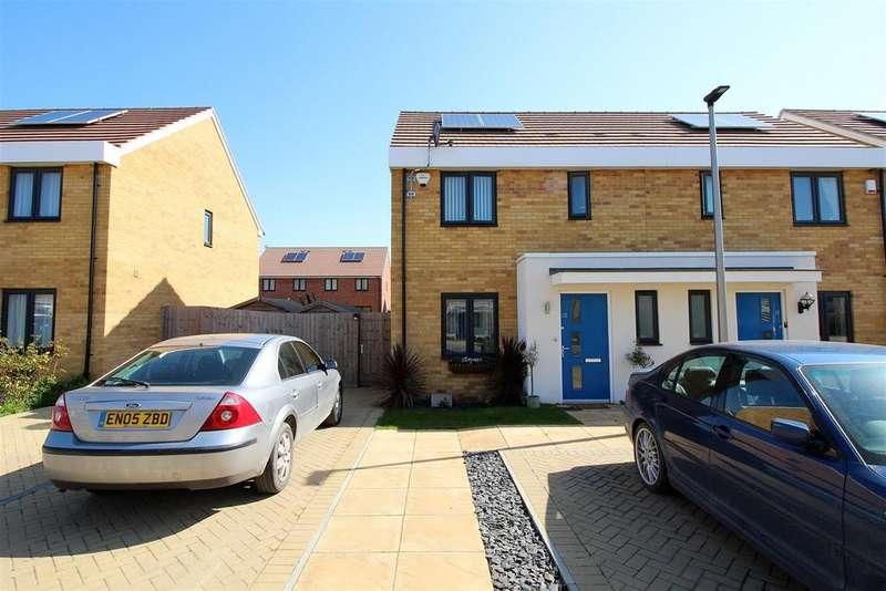 3 Bedrooms Semi Detached House for sale in Sanderling Close, East Tilbury