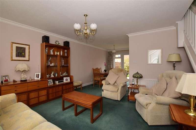 3 Bedrooms Detached House for sale in Montague Drive, Caterham, Surrey