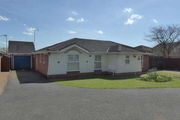3 Bedrooms Bungalow for sale in Rufford Avenue, Abington Vale, Northampton, NN3