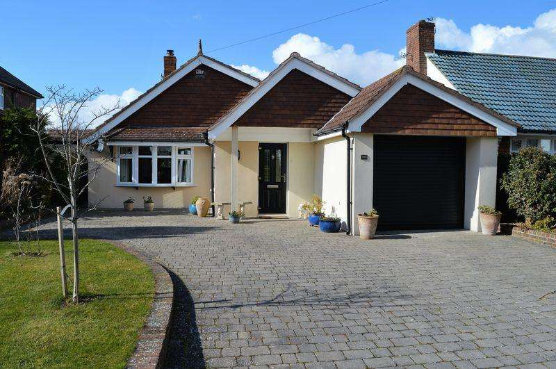 3 Bedrooms Detached Bungalow for sale in Bound Lane, Hayling Island