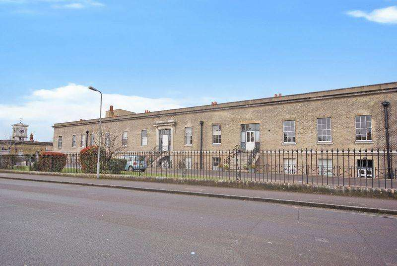 2 Bedrooms Apartment Flat for sale in The Officers Quarters, Weevil Lane, Gosport