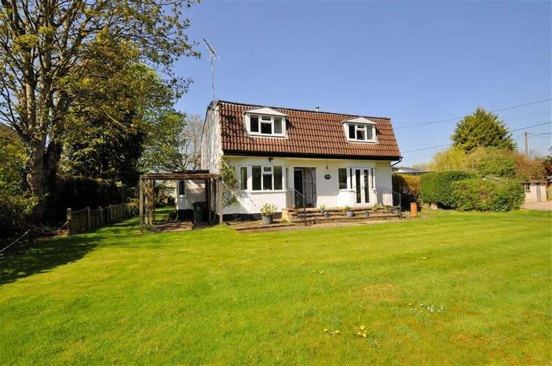 5 Bedrooms Detached House for sale in Friary Road, Wraysbury, Berkshire
