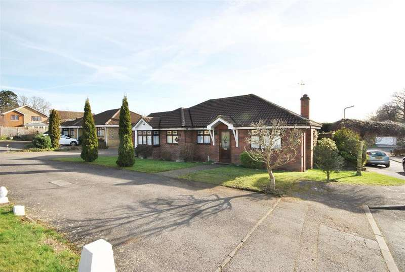 3 Bedrooms Bungalow for sale in Isabelle Close, Goffs Oak, Waltham Cross
