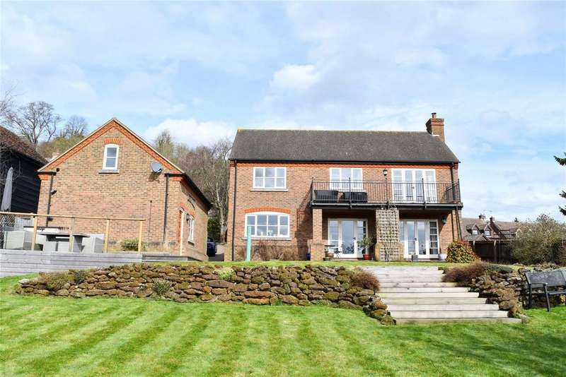 5 Bedrooms Detached House for sale in Castle Hill Road, Totternhoe