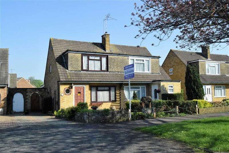 3 Bedrooms Semi Detached House for sale in Ely Close, Rainham