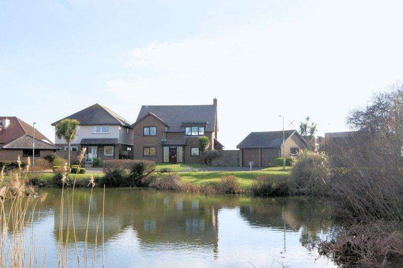 4 Bedrooms Detached House for sale in Lakeside, Lee-On-The-Solent, PO13