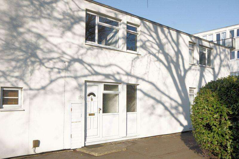 3 Bedrooms Terraced House for sale in Magennis Close, Gosport