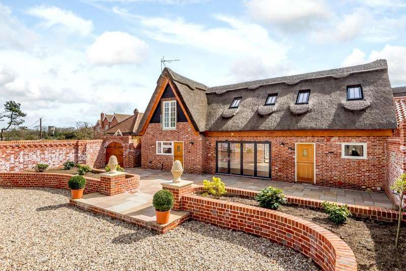 5 Bedrooms Detached House for sale in Yelverton Road, Framingham Earl, Norwich, Norfolk, NR14