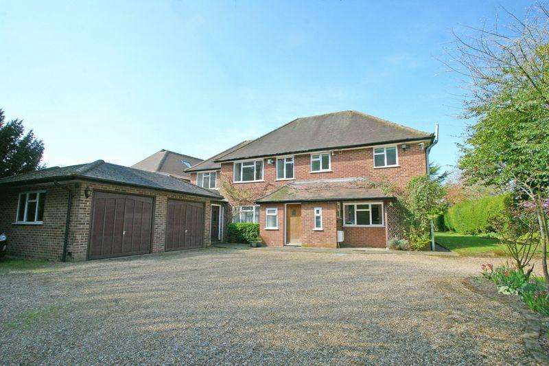 5 Bedrooms House for sale in Blackpond Lane, Farnham Royal, Buckinghamshire SL2