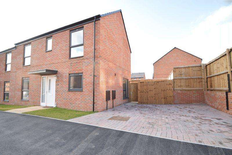 3 Bedrooms Semi Detached House for sale in Towpath Drive, Brownhills