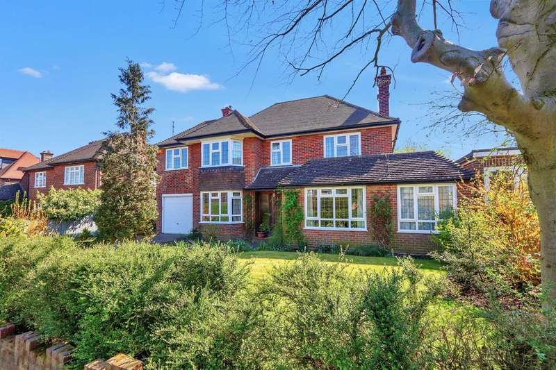 5 Bedrooms Detached House for sale in King Edward Avenue, Aylesbury