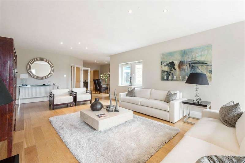 4 Bedrooms Apartment Flat for sale in Warren House, Beckford Close, London