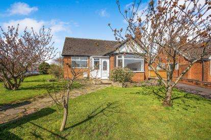 4 Bedrooms Bungalow for sale in Highcross Road, Poulton-Le-Fylde, N/A, FY6
