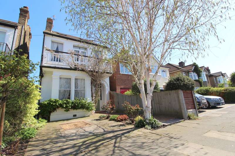 4 Bedrooms Detached House for sale in Salcombe Road, Ashford, TW15
