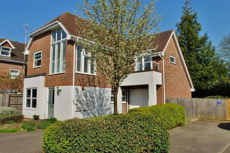 3 Bedrooms Detached House for sale in COBHAM