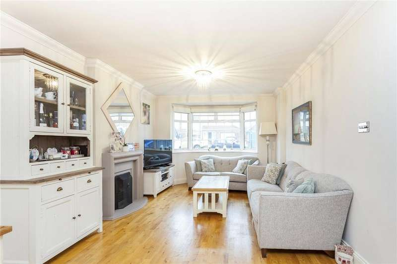 3 Bedrooms Detached Bungalow for sale in Layard Road, Enfield, EN1