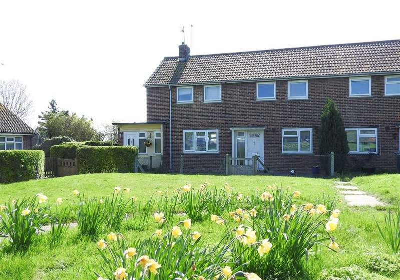 2 Bedrooms Flat for sale in Church Road, Boreham, Chelmsford