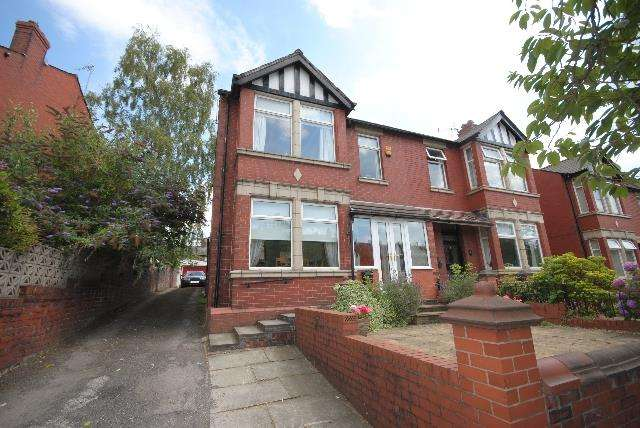 3 Bedrooms Semi Detached House for sale in Kenyon Road, Swinley