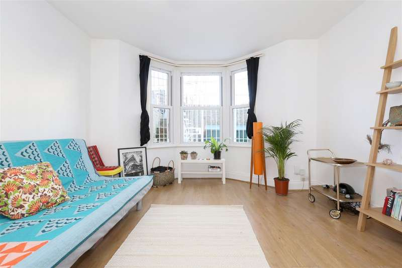 1 Bedroom Flat for sale in Colvestone Crescent, London
