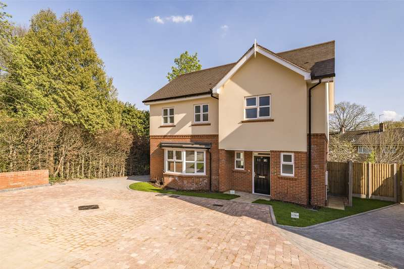 4 Bedrooms Detached House for sale in Hitherwood Close, Reigate, Surrey, RH2