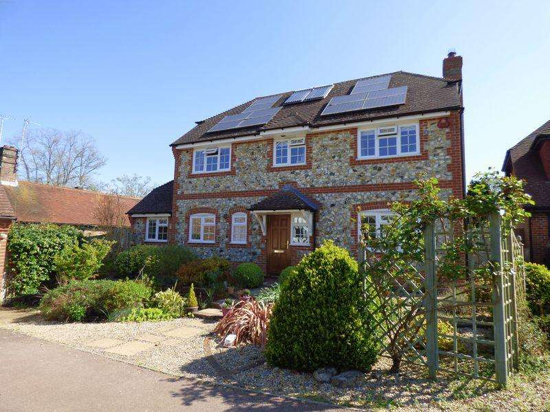4 Bedrooms Detached House for sale in The Knowle, Cuckfield