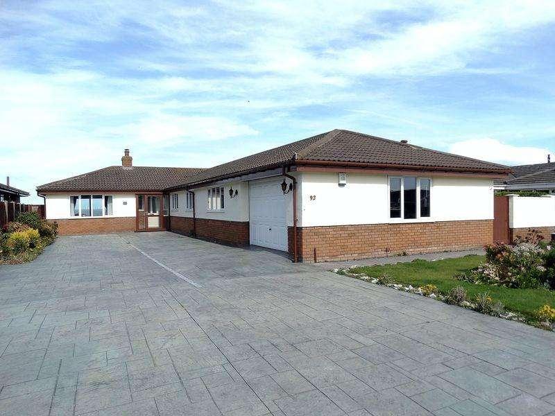 4 Bedrooms Detached Bungalow for sale in 92 Penrhyn Beach East, Penrhyn Bay