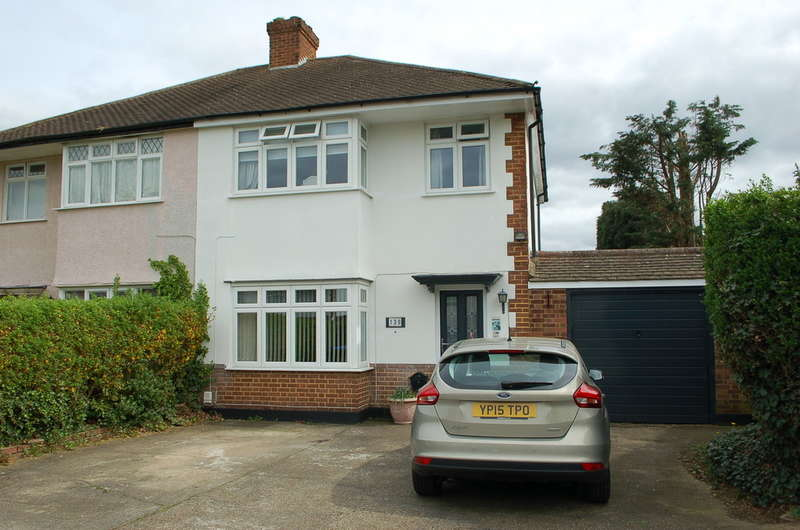 3 Bedrooms Semi Detached House for sale in West Molesey