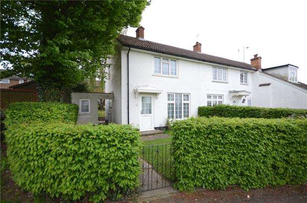 2 Bedrooms Semi Detached House for sale in Birchetts Close, Bracknell, Berkshire
