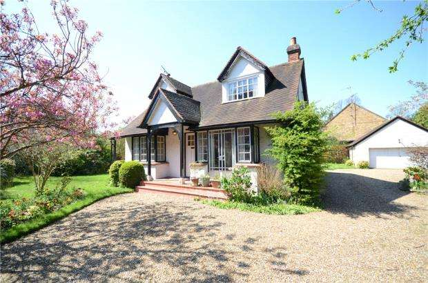 2 Bedrooms Detached Bungalow for sale in Upper Bray Road, Bray, Maidenhead